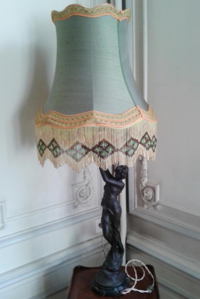 abat jour pagode en soie et frange perl e ancienne. Black Bedroom Furniture Sets. Home Design Ideas