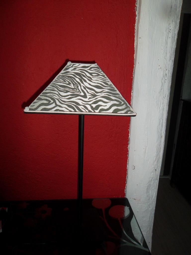 abat-jour de forme pyramide rectangulaire, intérieur argent mat